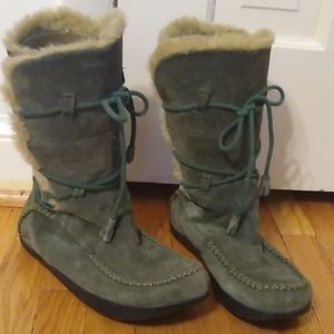 Earth shearling boots